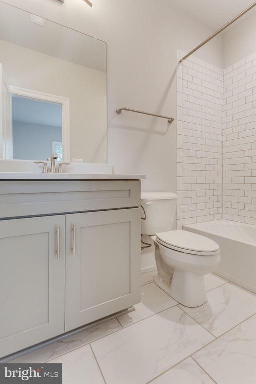 SECONDARY BEDROOM BATH - 116 TAPAWINGO RD SW, VIENNA