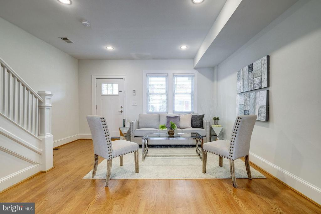 Gleaming wood floors throughout main level - 407 DELAFIELD PL NW, WASHINGTON