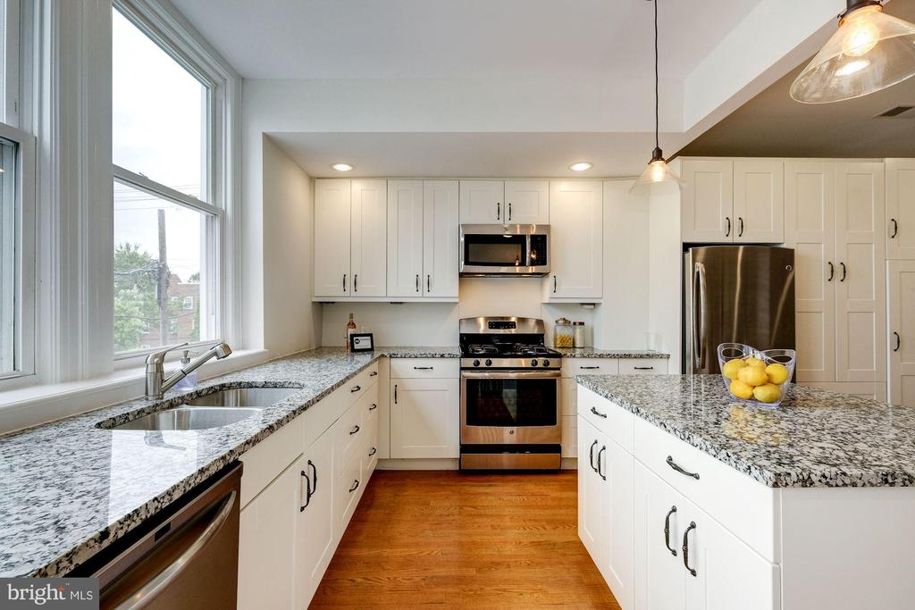 Ample space for cookimg and baking - 407 DELAFIELD PL NW, WASHINGTON