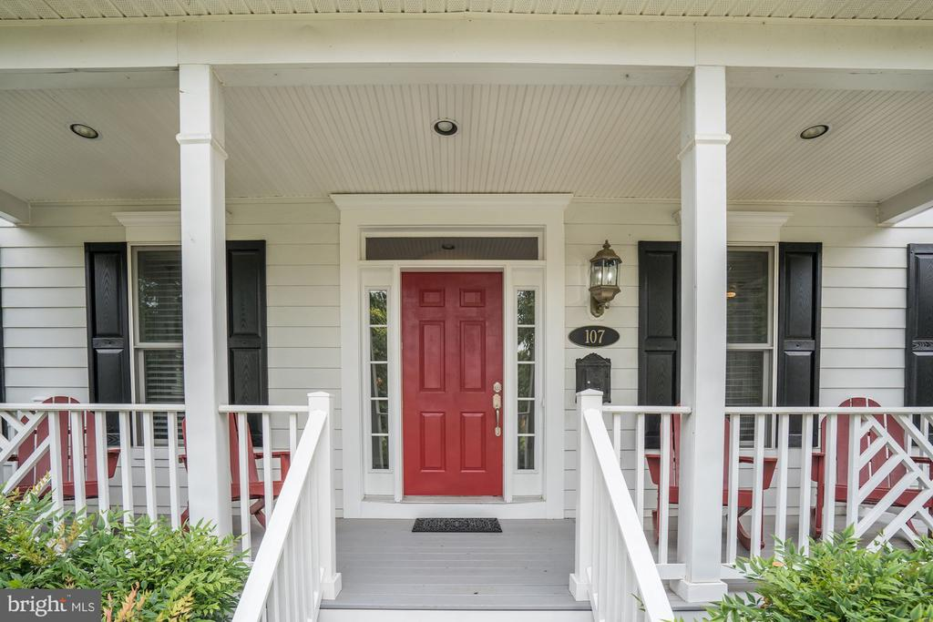 Welcome Home! - 107 HILLIER ST, FALLS CHURCH