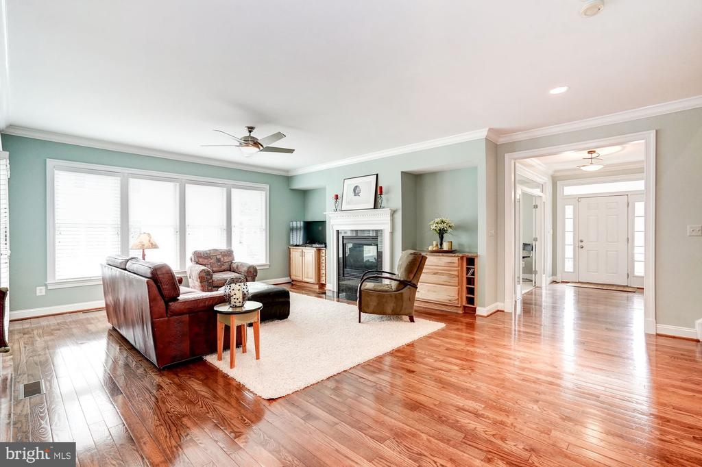 Family Room to Front - 107 HILLIER ST, FALLS CHURCH