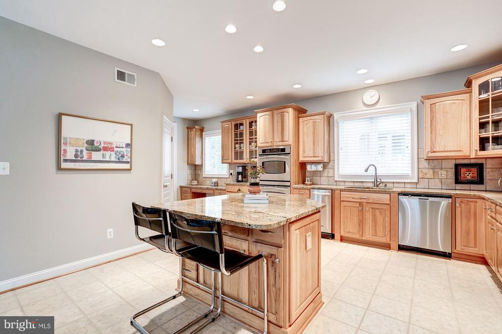 Kitchen w/Custom Hickory Cabinetry - 107 HILLIER ST, FALLS CHURCH
