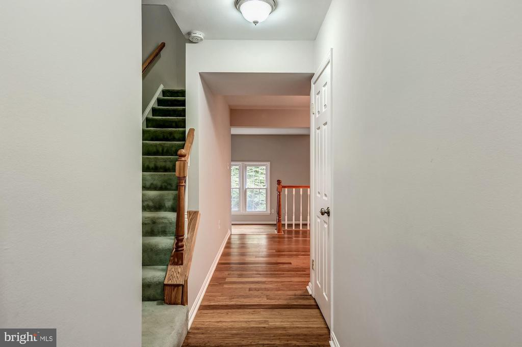Stairs to the upper level - 2183 GREENKEEPERS CT, RESTON