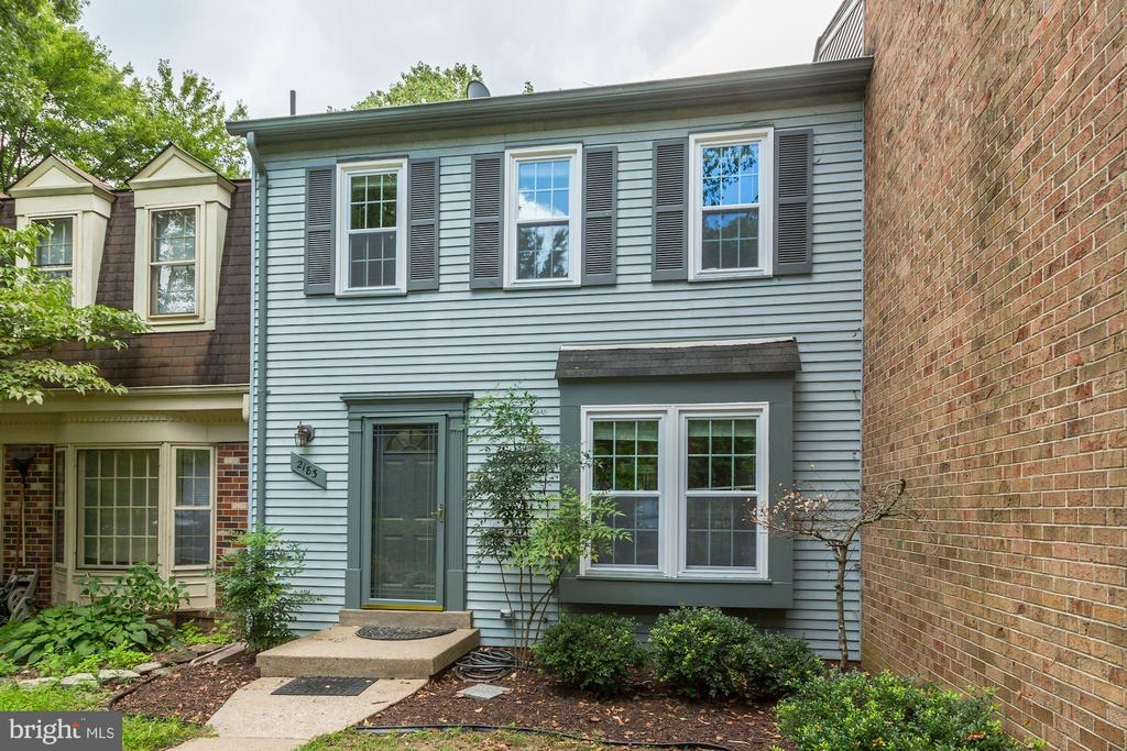 Welcome home to 2183 Greenkeepers Court - 2183 GREENKEEPERS CT, RESTON