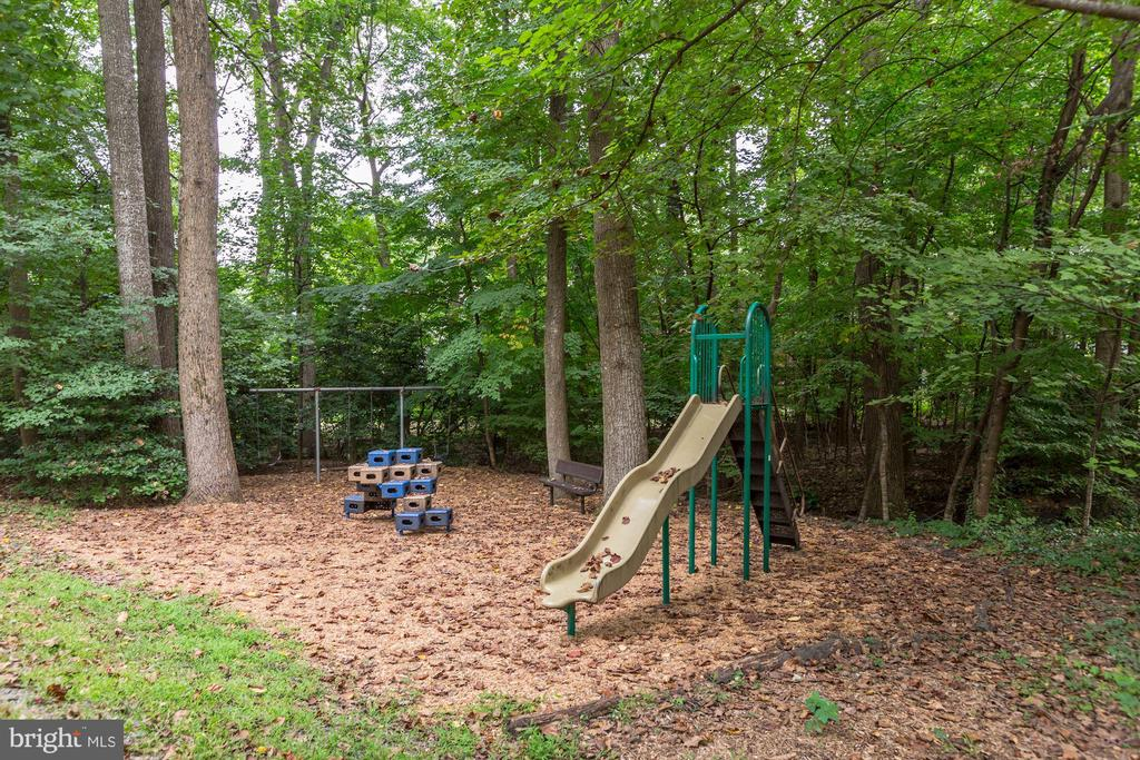 Tot Lot in the community - 2183 GREENKEEPERS CT, RESTON