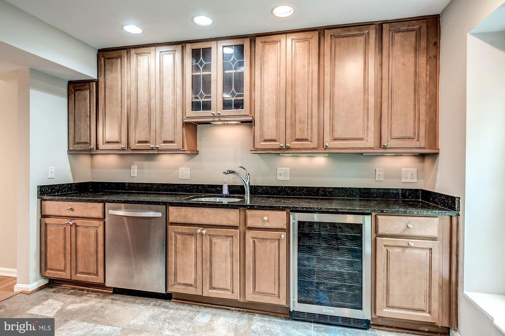 Tons of cabinet and counter space - 2183 GREENKEEPERS CT, RESTON