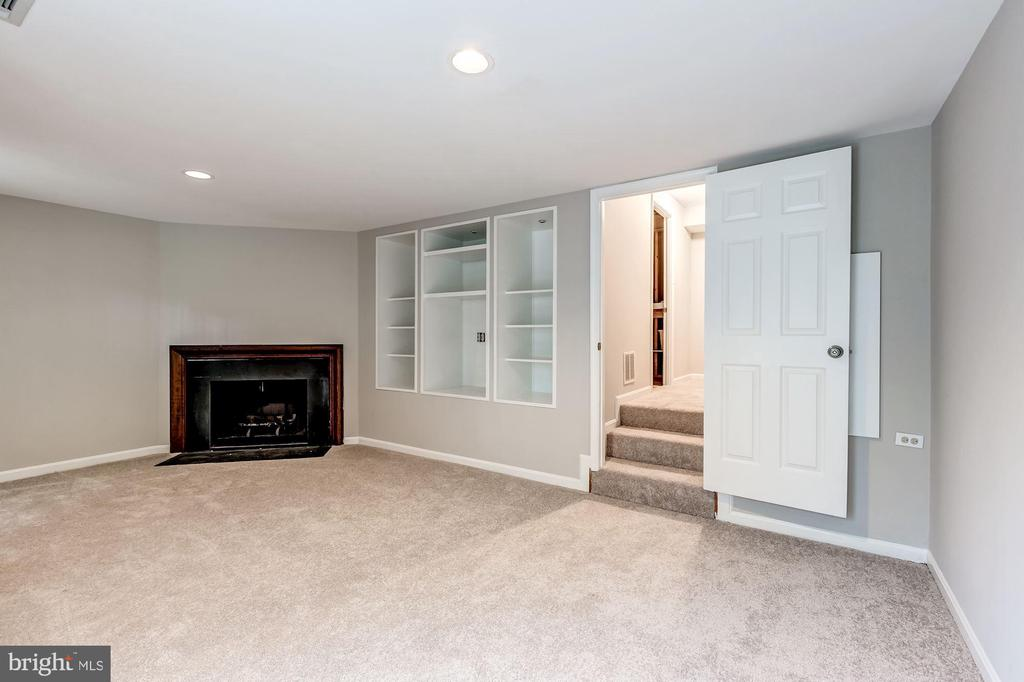 Lower level rec room with recessed lighting - 2183 GREENKEEPERS CT, RESTON