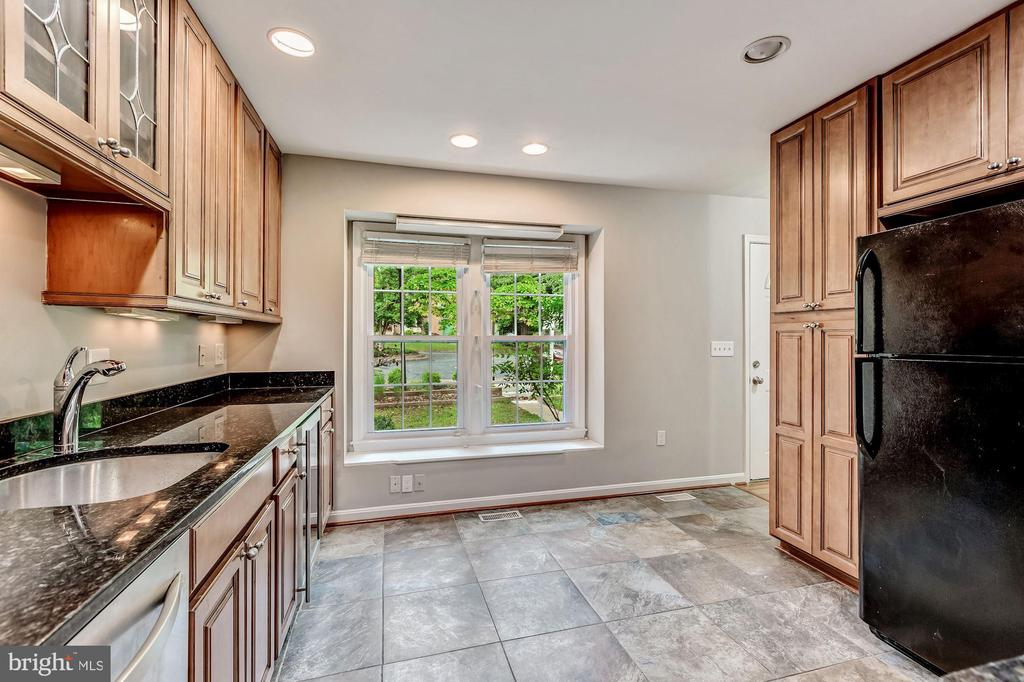 Recessed lighting and maple cabinets in kitchen - 2183 GREENKEEPERS CT, RESTON