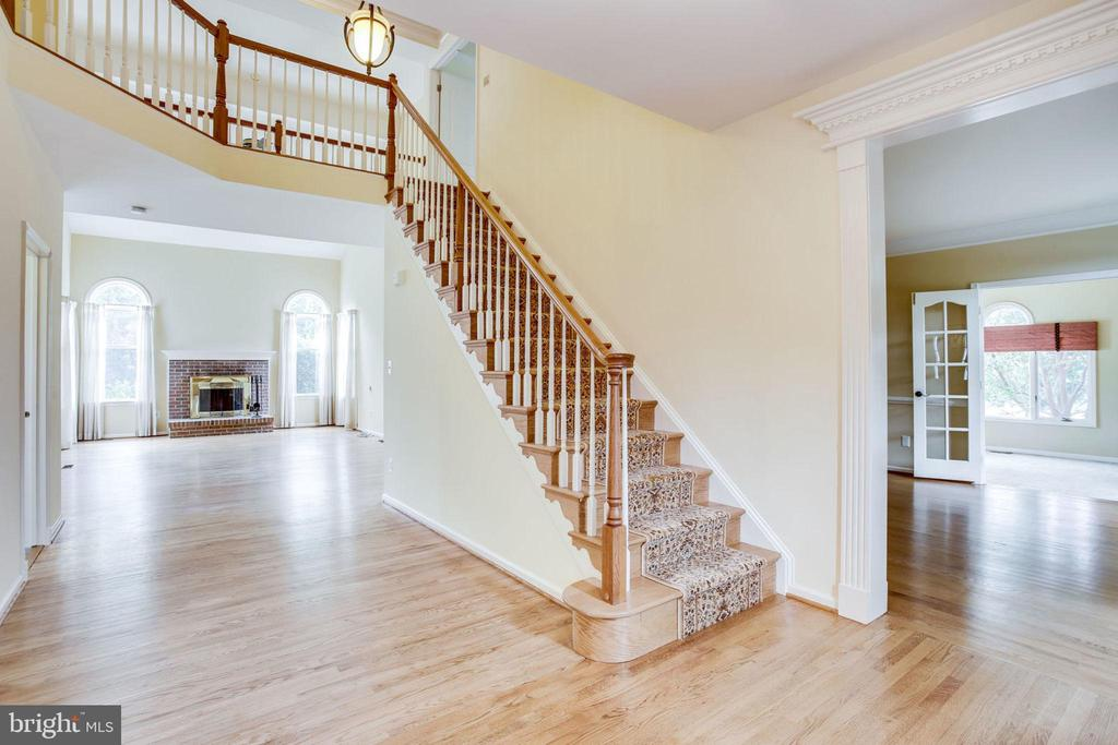 - 10790 HUNT CLUB DR, RESTON
