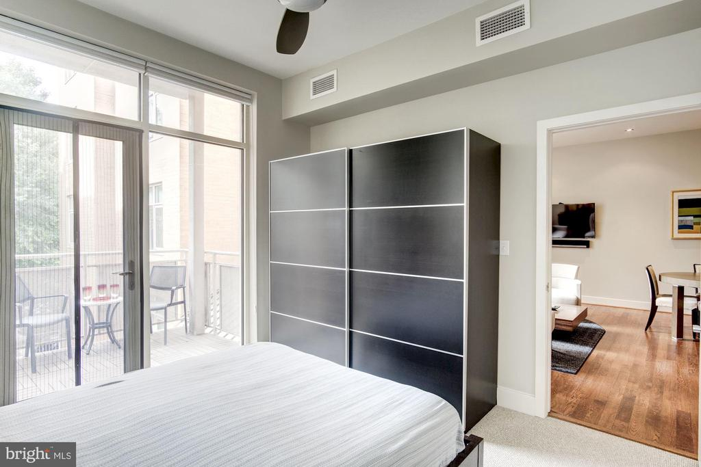 Built-in Wardrobe Conveys - 1348 EUCLID ST NW #204, WASHINGTON