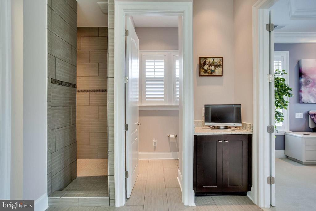Private walk-in shower - 23039 WELBOURNE WALK CT, ASHBURN