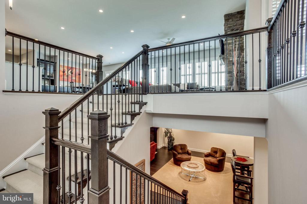 Open staircase to lower level - 23039 WELBOURNE WALK CT, ASHBURN