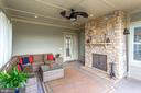 3 seasons room with cozy fireplace - 23039 WELBOURNE WALK CT, ASHBURN