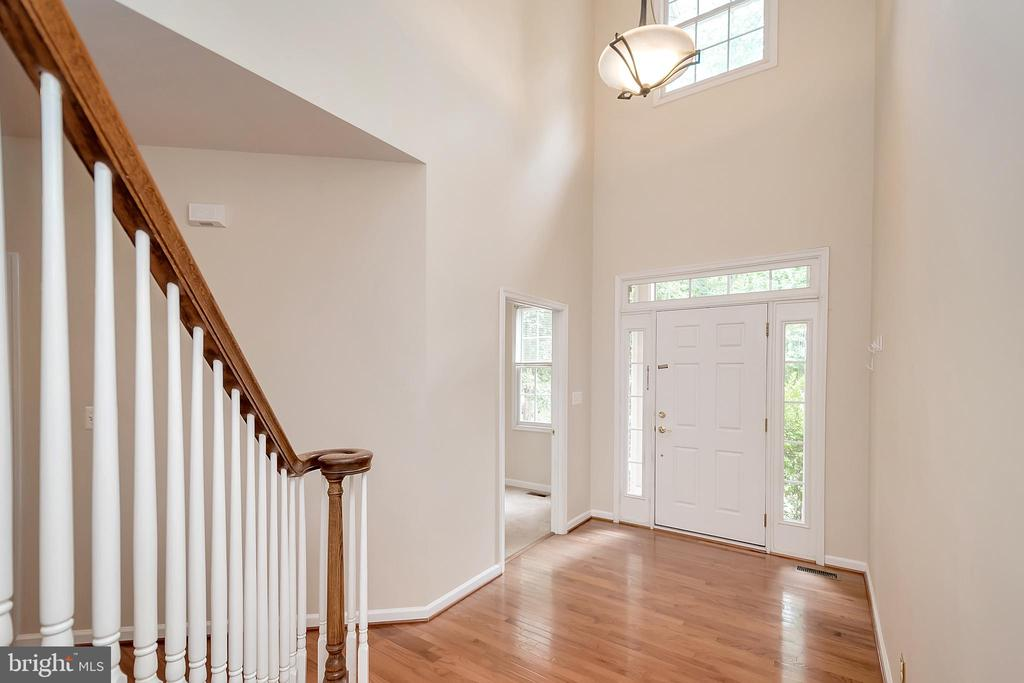 Two story ceilings welcome you - 812 EASTOVER PKWY, LOCUST GROVE