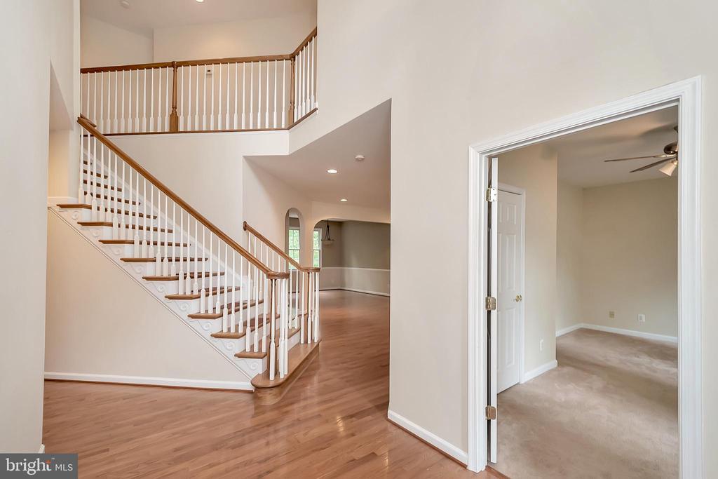 Stunning foyer - 812 EASTOVER PKWY, LOCUST GROVE