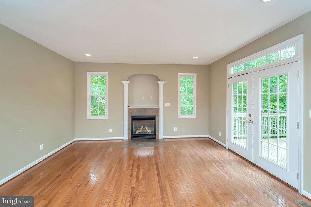 Light floods into this family room - 812 EASTOVER PKWY, LOCUST GROVE