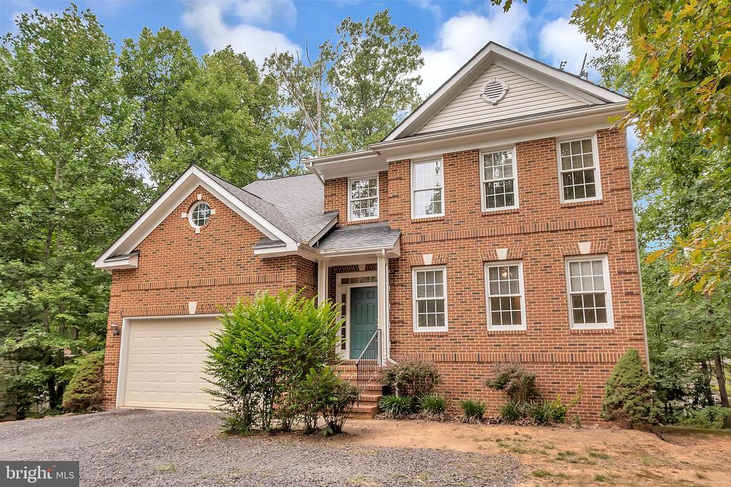 This majestic home is waiting for you - 812 EASTOVER PKWY, LOCUST GROVE