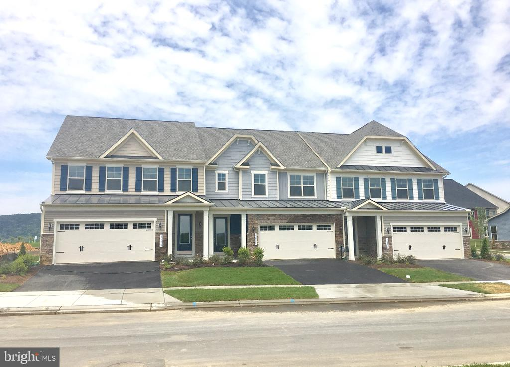 Brunswick Villa Homes feature 1st floor Suites! - 1207 SHENANDOAH VIEW PKWY, BRUNSWICK