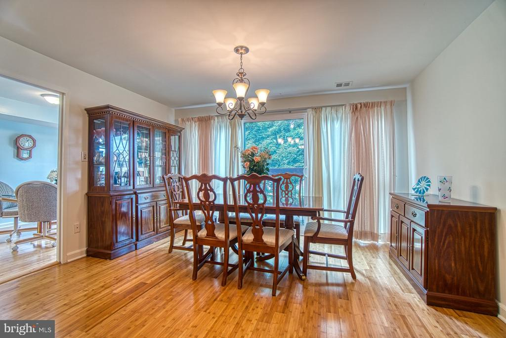 Beautiful Dining Area w/ Huge Window, Tree view - 10300 BUSHMAN DR #210, OAKTON