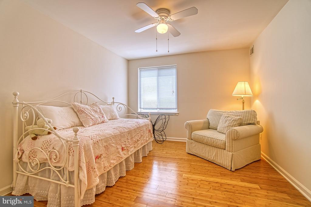 Bedroom #2 w/ Lighted Ceiling Fan - 10300 BUSHMAN DR #210, OAKTON