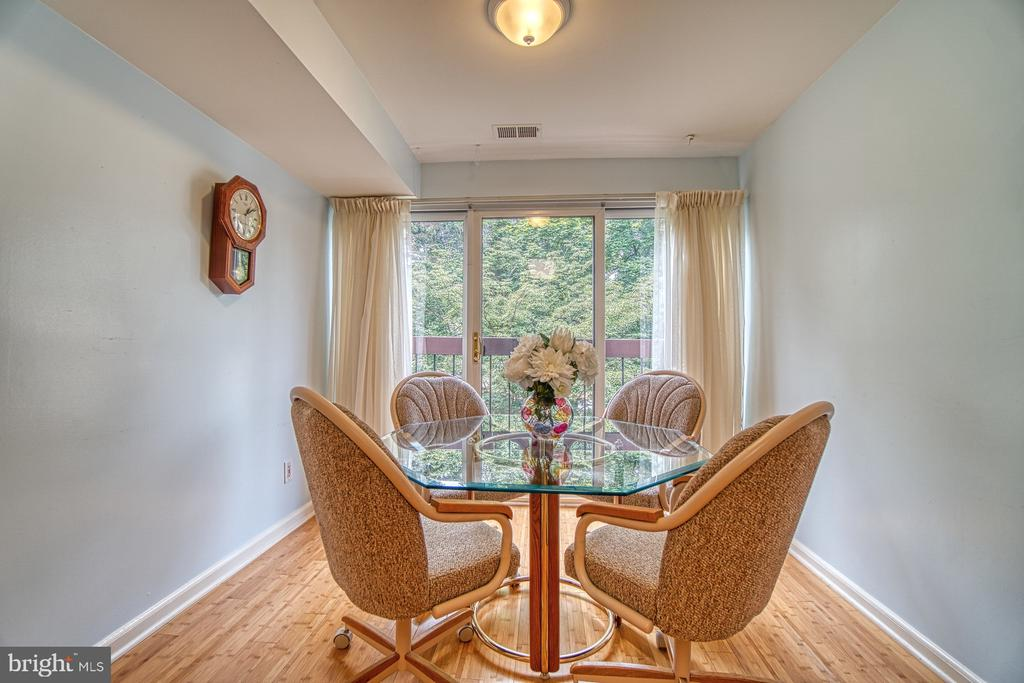 Eat-In Table Space w/ Window, Tree view - 10300 BUSHMAN DR #210, OAKTON