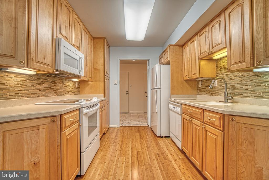 Kitchen (view to Foyer), Upgraded Cabinets - 10300 BUSHMAN DR #210, OAKTON