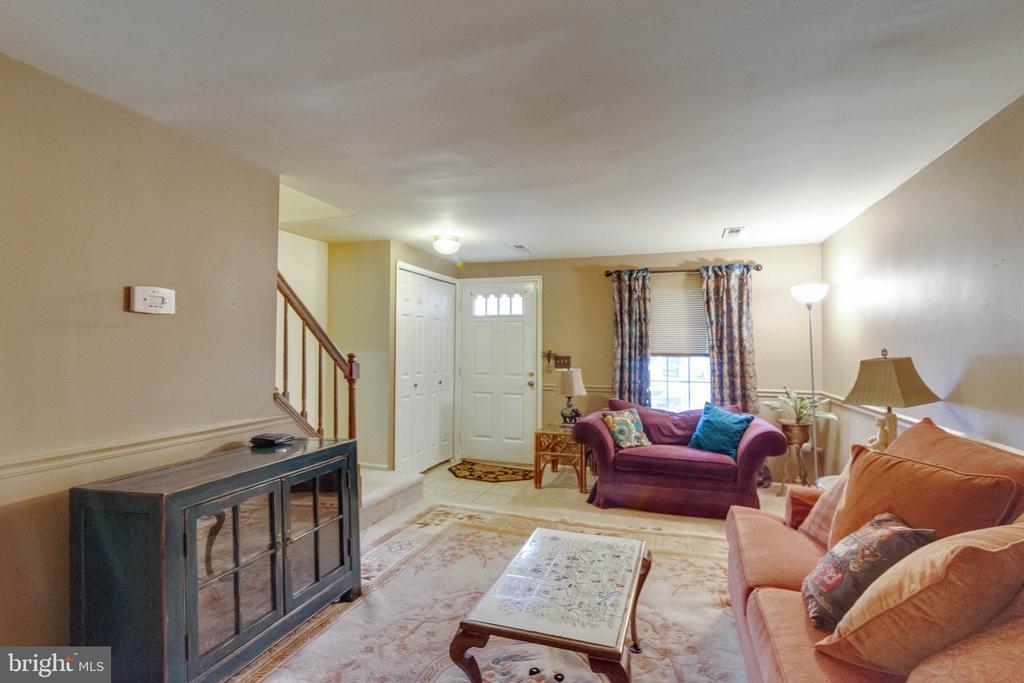living room - 8649 BRAXTED LN, MANASSAS