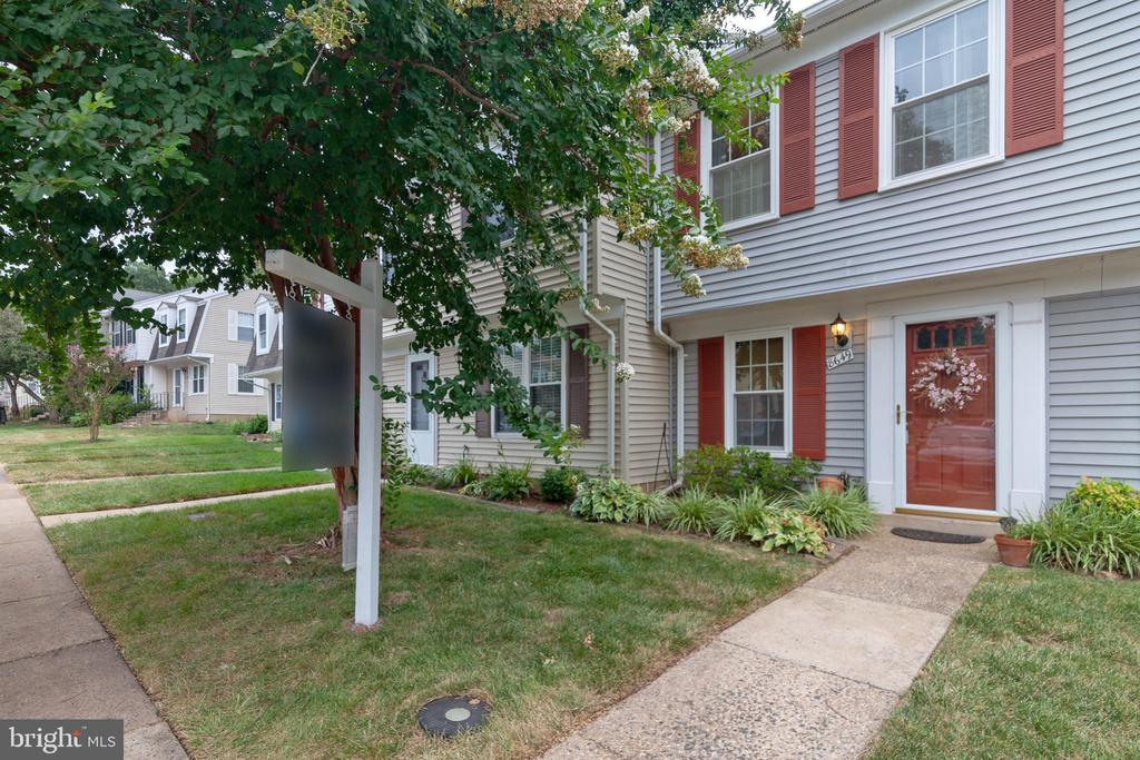 front - 8649 BRAXTED LN, MANASSAS