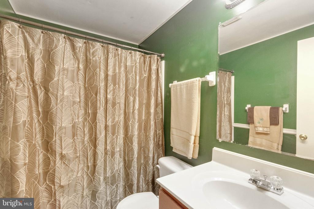 full bath - 8649 BRAXTED LN, MANASSAS