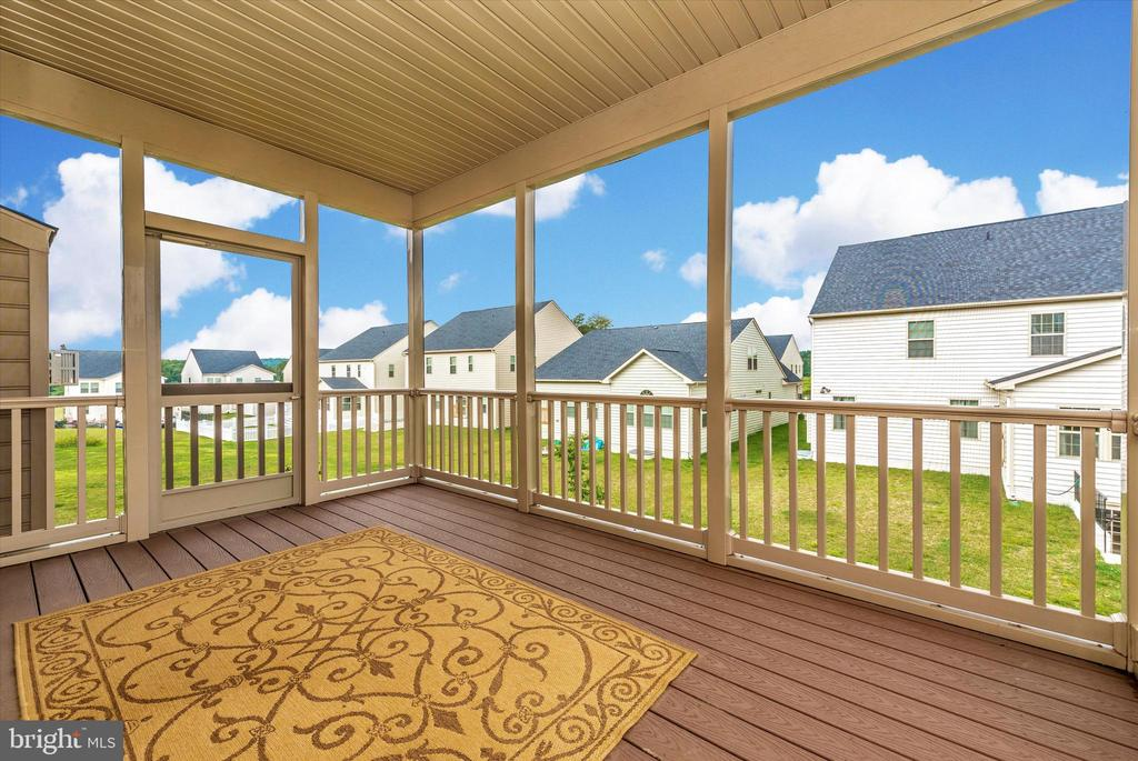 Peaceful Screened Porch - 5944 DUVEL ST, IJAMSVILLE