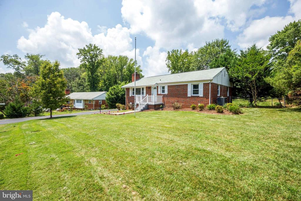 Expansive Front Yard with Beautiful House - 5202 CEDAR RD, ALEXANDRIA