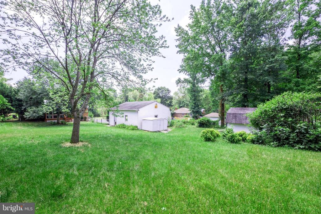 Plenty of space in the back for your imagination - 5202 CEDAR RD, ALEXANDRIA
