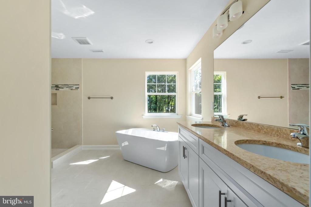 Master Bedroom with ceramic tile and granite tops - 173 WHITE OAK ROAD, FREDERICKSBURG