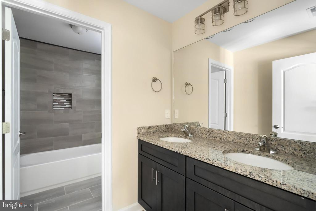 Hallway full bath with double sink vanity - 173 WHITE OAK ROAD, FREDERICKSBURG
