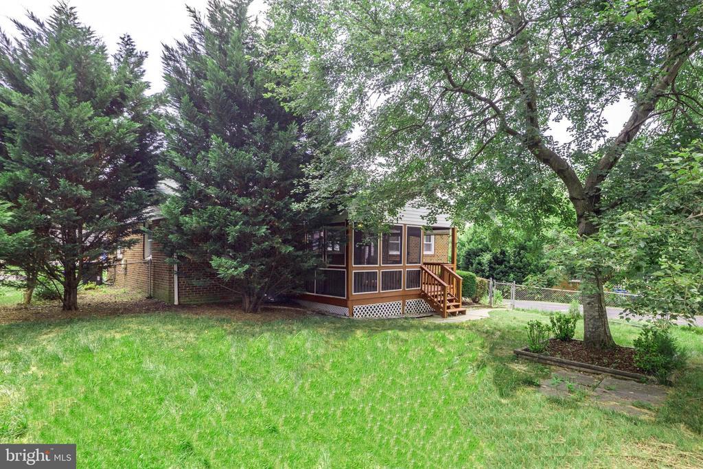 Huge Backyard - 5202 CEDAR RD, ALEXANDRIA