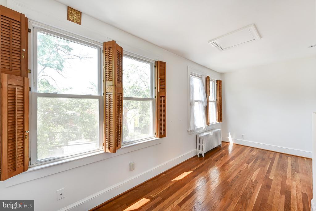 Sunroom/Playroom - 1732 HOBART ST NW, WASHINGTON