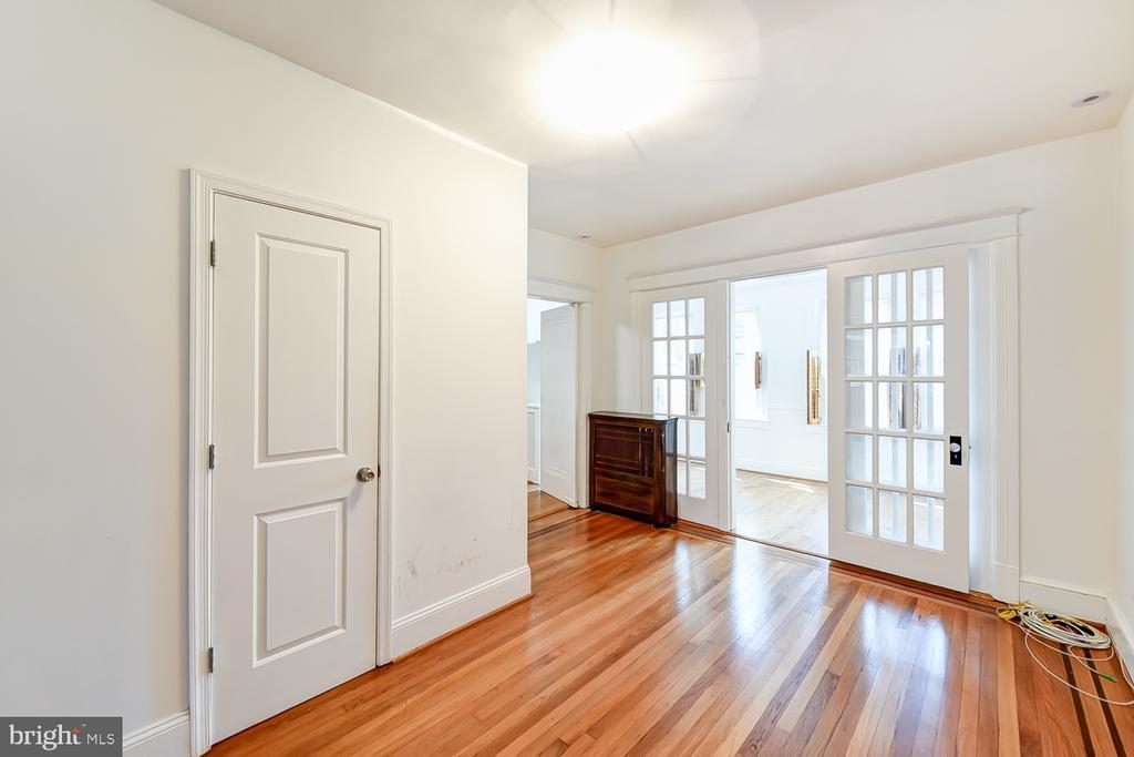 Family Room - 1732 HOBART ST NW, WASHINGTON