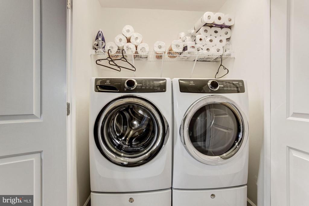 Bedroom level laundry room - 16684 DANRIDGE MANOR DR, WOODBRIDGE