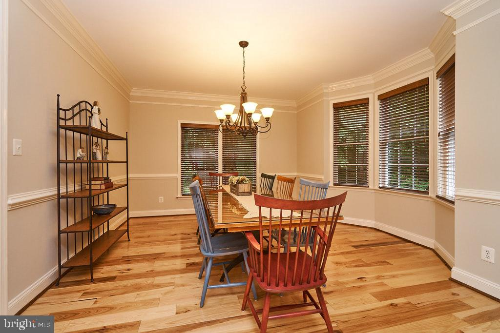 Plenty of room for dinner parties - 47208 MIDDLE BLUFF PL, STERLING