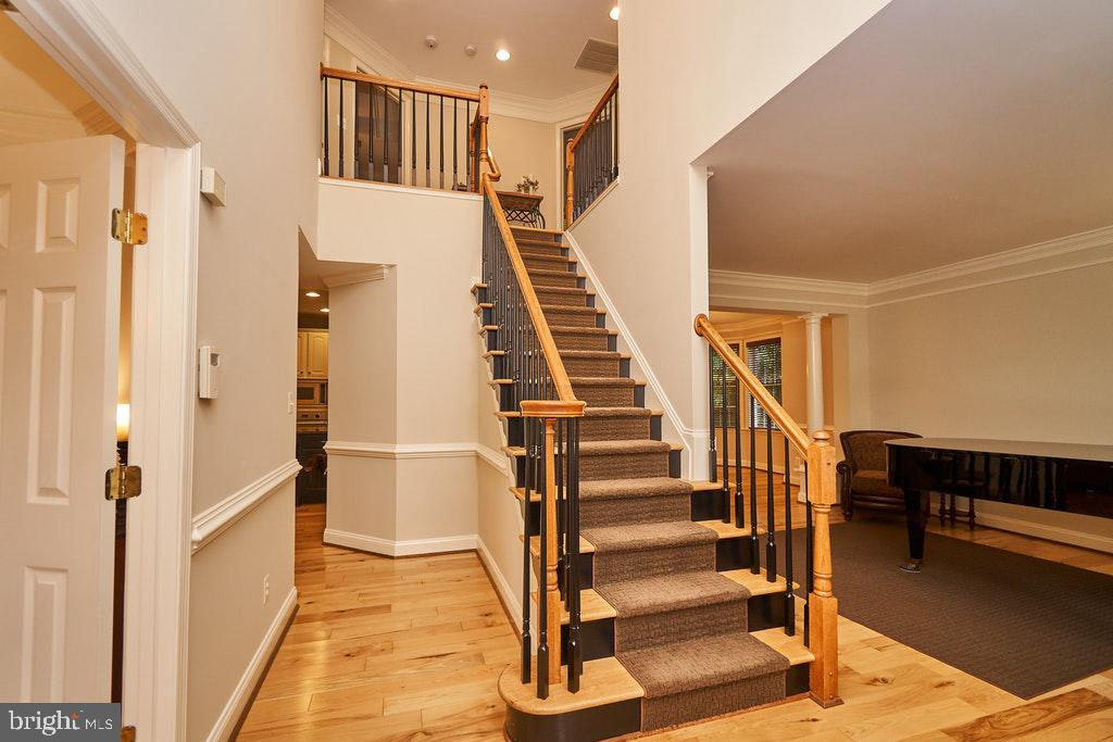 Gleaming hardwoods throughout - 47208 MIDDLE BLUFF PL, STERLING