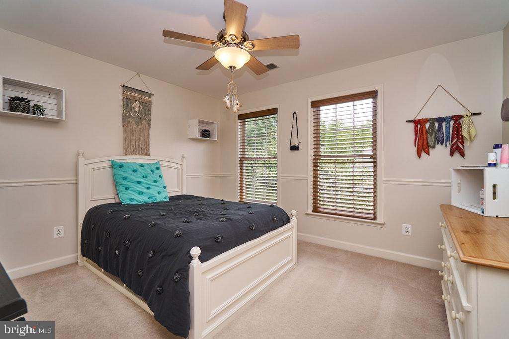 Bright bedroom w/lots of light - 47208 MIDDLE BLUFF PL, STERLING