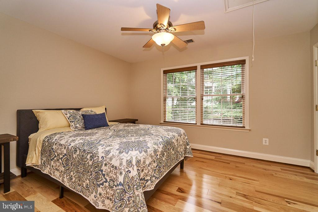 Large guest bedroom - 47208 MIDDLE BLUFF PL, STERLING