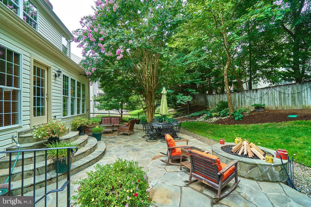Private backyard to relax & BBQ - 47208 MIDDLE BLUFF PL, STERLING