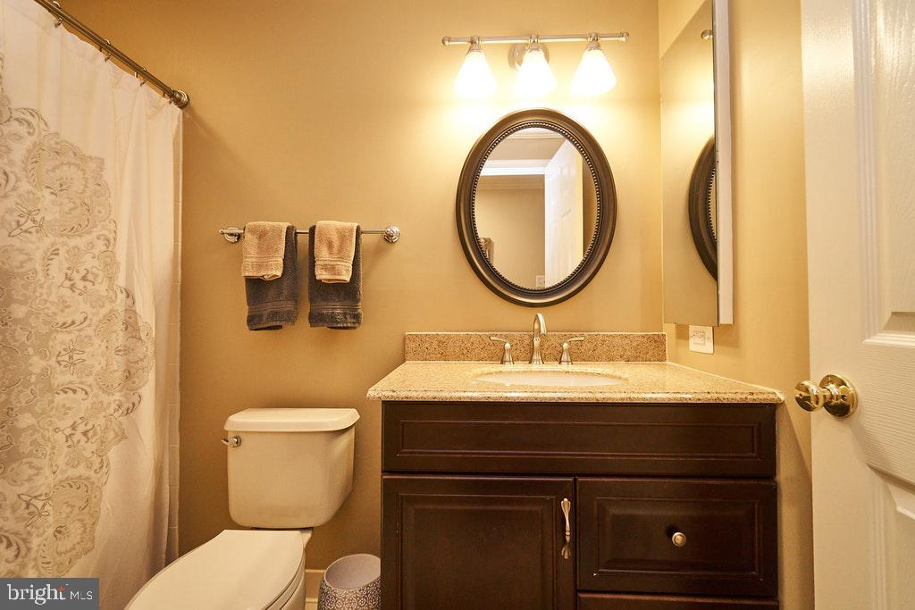 Full bath in basement - 47208 MIDDLE BLUFF PL, STERLING