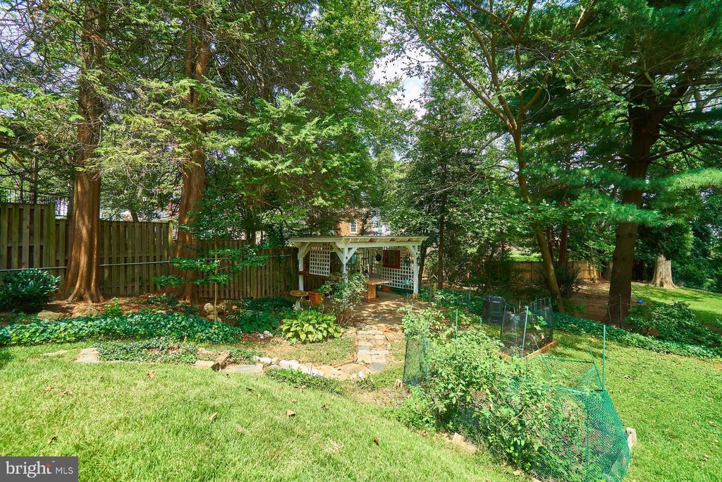 Spacious Backyard - 1901 N GLEBE RD, ARLINGTON