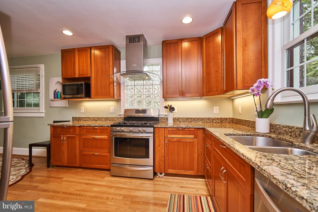 Updated and expanded Kitchen with SS Appliances - 1901 N GLEBE RD, ARLINGTON