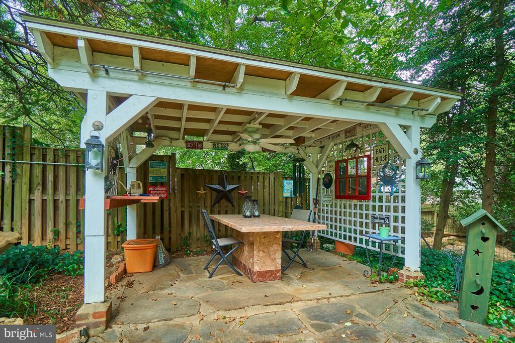 Pergola/patio w/electricity Provides Welcome Shade - 1901 N GLEBE RD, ARLINGTON