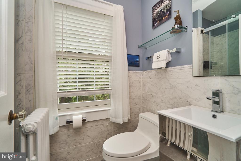 Updated Master Bathroom - 1901 N GLEBE RD, ARLINGTON