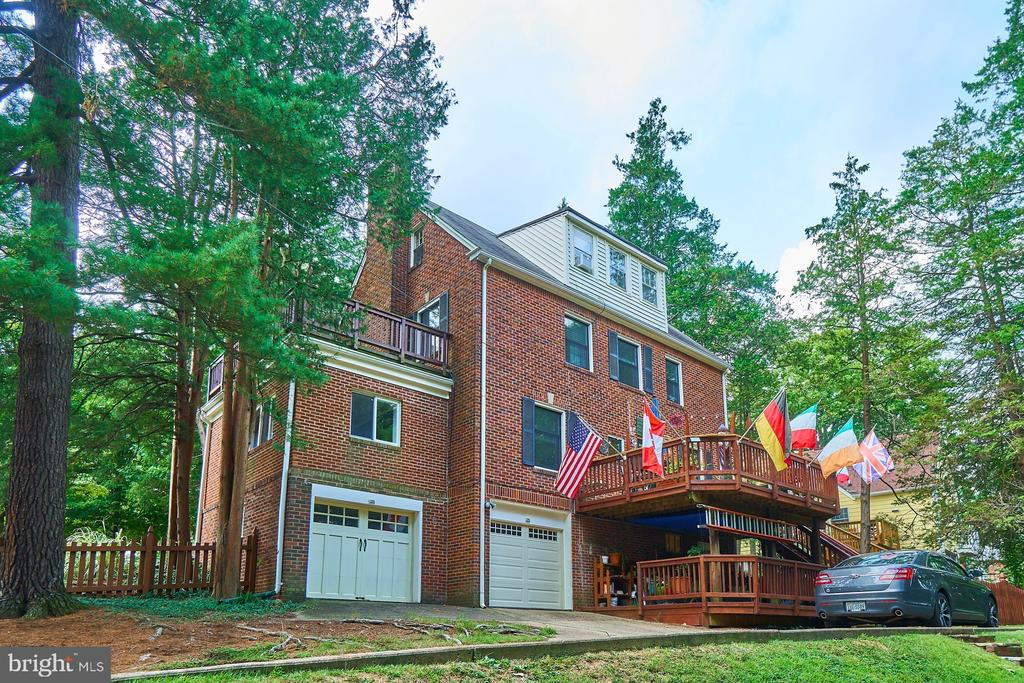 Enter from 19th St to Driveway and 2 Garages. - 1901 N GLEBE RD, ARLINGTON