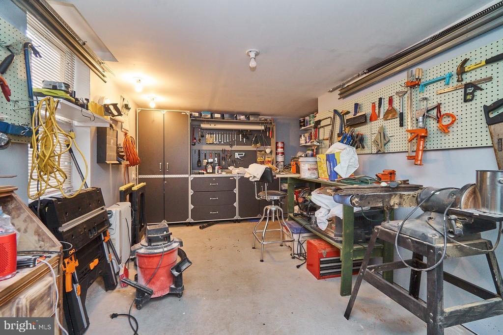 2nd Garage, with A/C. - 1901 N GLEBE RD, ARLINGTON